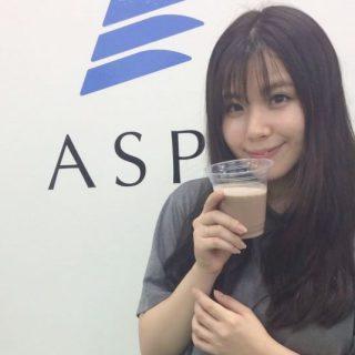 女優の倉田瑠夏さんがご来館されました