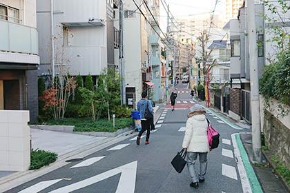 住宅街を道なりに進みます。