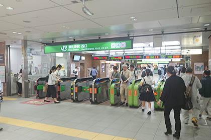 恵比寿駅西口を出て、左に進みます。