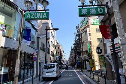 ⑨左手に東通り入り口が見えてきたら左に曲がり東通りを直進します