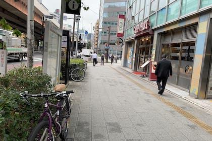 ⑩ カフェベローチェを右手に横断歩道まで直進します