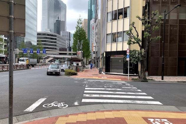 ⑤交差点を右に曲がり、直進します